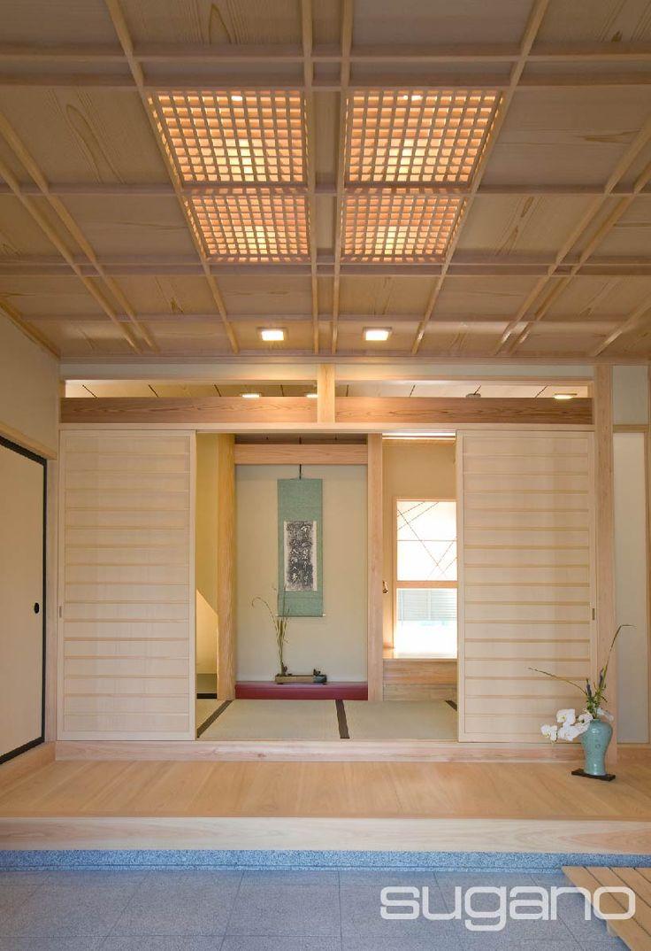 お客さんを迎える和風玄関。天井は吹寄せの格天井、土間は石貼としました。 #和風建築 #和風住宅 #和風玄関 #菅野企画設計