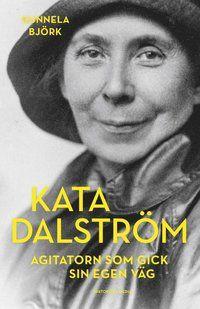 »En ypperlig biografi ... som borde inspirera politiska aktivister i dag.« ETC »Det är en rolig bok att läsa, ja, politik kan även vara roligt. Gunnela Björk plockar fram människan och fångar kvinnan Kata ... Det är en synnerligen läsvärd och intressant bok som Gunnela Björk skrivit, vissa av de frågor hon belyser och som Kata Dalström talade om för hundra år sedan är precis lika relevanta idag.« Dala-demokraten »I en efterlängtad ny biografi tecknar histo...