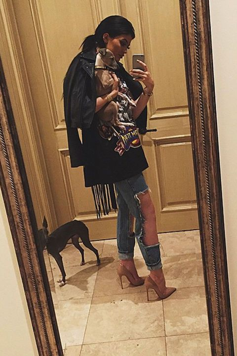 Kylie takes rocker glam to the next level with a pair of ripped jeans, a graphic T-shirt, and a fringed leather jacket. Her adorbs dog Norman is the perf accessory!
