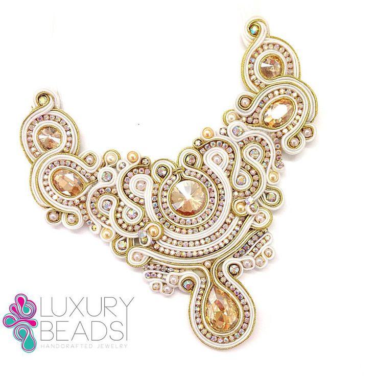 Este hermoso collar fue realizado por una alumna de nuestro taller, tu también PUEDES APRENDER!! #soutache #musthave #luxurybeads #necklace #handmade #must #earrings #soutachemania #flowers #beads #beadwork #beading