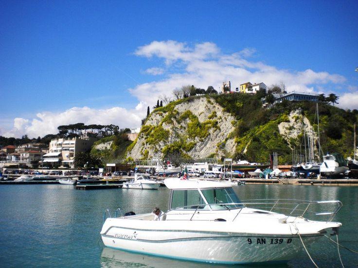 Porto di #numana #rivieradelconero #conero #italy #marche #tourism #destinazioneconero  Foto: Enzo Torelli