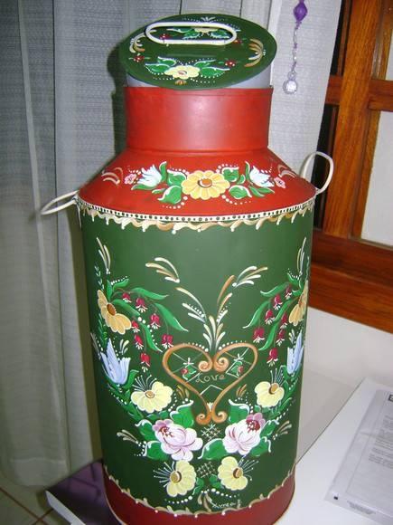 Peça antiga - leiteira em metal - reciclada com pintura bauernmalerei Peça para decoração