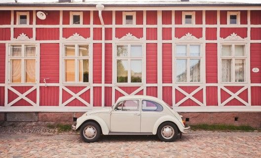 Old Rauma is home to the largest unified wooden town in the Nordic countries and is also a UNESCO's World Heritage Site. Approximately 600 people live in the 70-acre area, which has about 600 buildings.