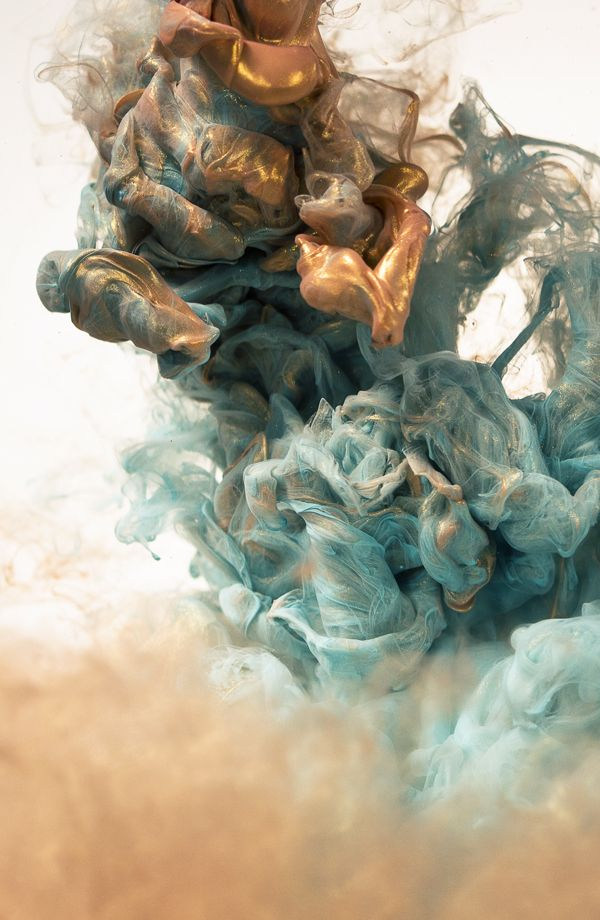 Metallic Ink in water / Alberto Seveso: I find this image fascinating! One can lose oneself in it....