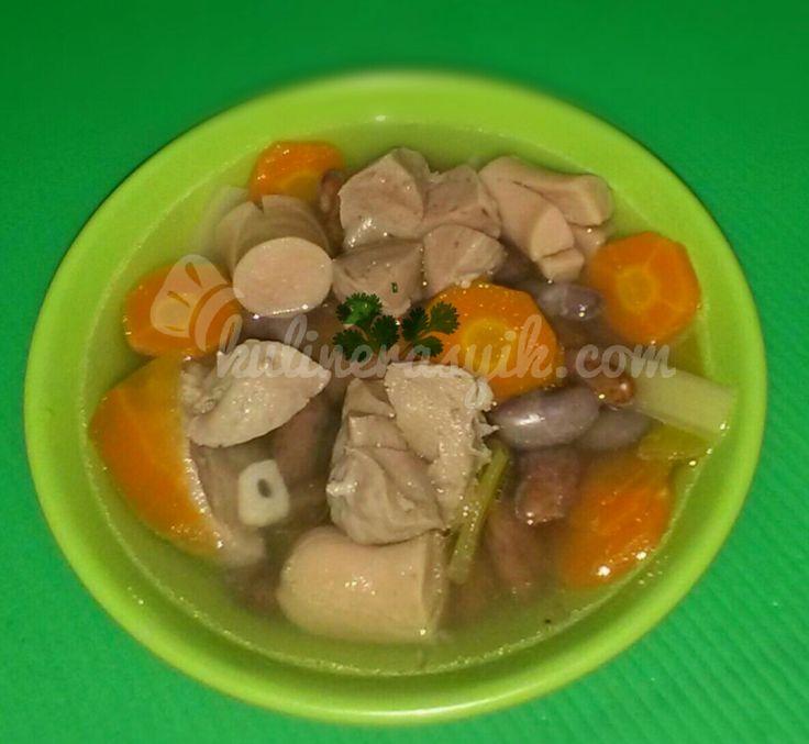 Masakan sop memang banyak jenisnya. Kali ini kita coba yuk resep sop kacang merah. Simpel namun emak dan bergizi, pasti disuka keluarga.