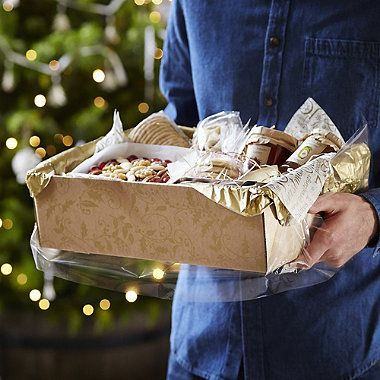 Putting together a hamper of someone's favourite things always goes down well. Lakeland has made it even easier with this Make Your Own Hamper Kit