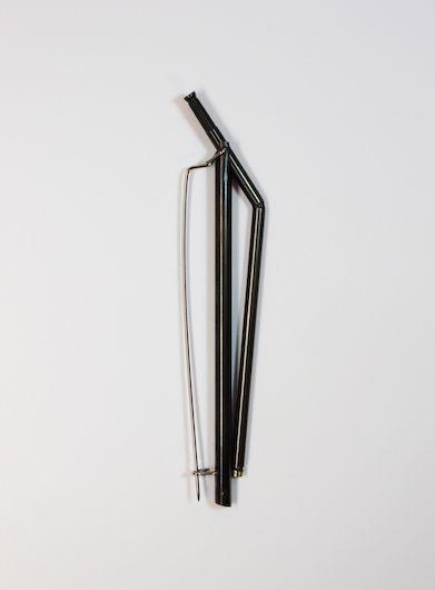 Natsumi Kaihara  Broche, 2015  Maillechort, laiton, acier inoxydable  9.8 x 2 x 5 cm