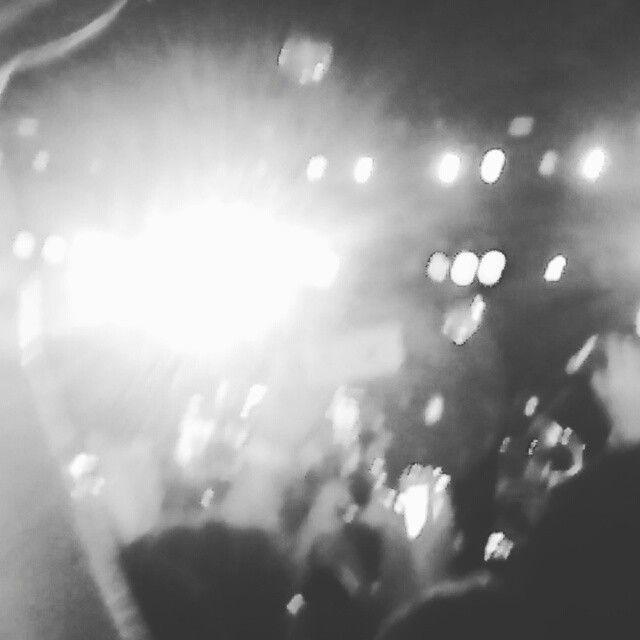 Uns dos momentos mais emocionantes do show do Peral Jam no Maracanã- RJ. A qualidade do vídeo não é boa, mas o que vale é o momento. @callmejammer @musicasempreetodahora #pearljam  #pearljambrasil  #imagine #beatles #maracana #pearljamtour #pearljamrio #pjrj #rj #br #music