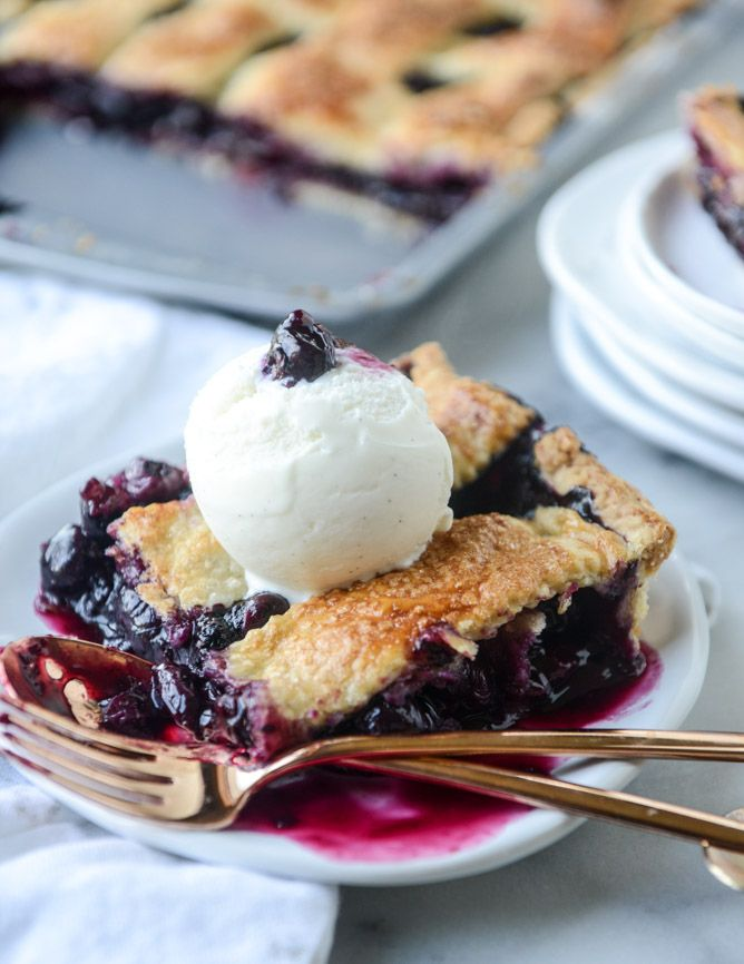 easy cinnamon blueberry slab pie | howsweeteats.com