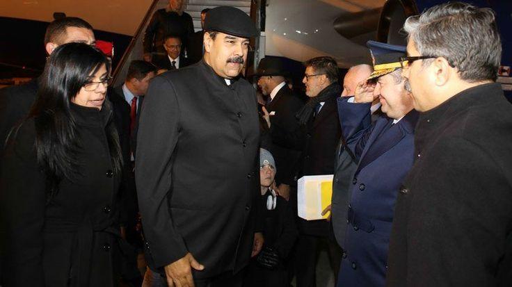 Maduro pide a EEUU cese de las violaciones a tratados internacionales /  Caracas.- El presidente de la República, Nicolás Maduro, ejerció su derecho de palabra en la reunión extraordinaria de la Organización de Cooperación Islámica (OCI) en la que participan 58 países y se efectúa este miércoles, en Estambul, Turquía, donde se aborda la decisión estadounidense de trasladar su embajada de Tel-Aviv