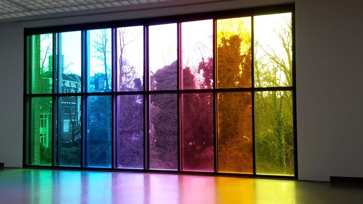 Dit is ook ontworpen door Ugo Rondinone. Het is geïnspireerd op het kleurenspectrum, net zoals de clowns.