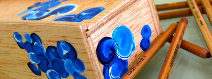 plumier de madera pintado a mano