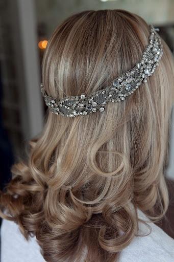 loose curls with headband