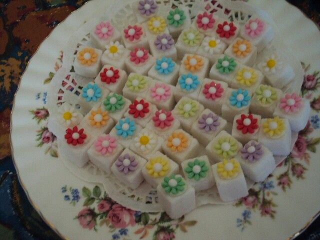 Flower sugar cubes