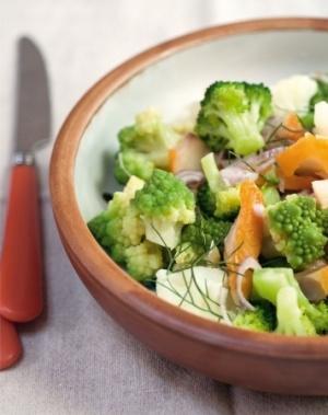 recette minceur : salade tiède aux trois choux et haddock.