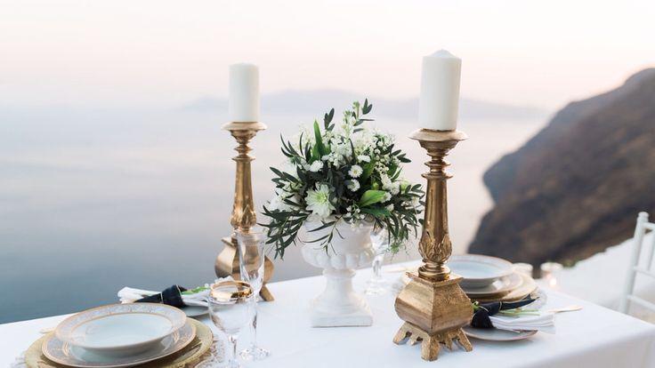Table decoration santorini, weddings santorini, gold decoration, lily of the valley, gold set up, caldera cliff, planner the diamond rock