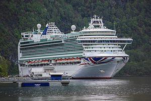 Azura. Ιδιοκτησία: Carnival PLC. Διαχείριση: P&O Cruises. Παρθενικό ταξίδι στις 12/04/2010. 115.055GT ~ 290 μ.μ. ~ 36 μ.πλάτος ~ 19 κατ/τα ~ 24knots ~ 3.597 επ. ~ 1.226 α.πλ.