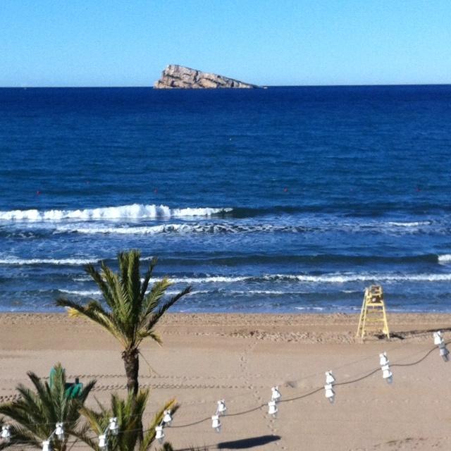 ¡Bañito refrescante! Nada mejor para pasar el calor que disfrutar de unos días de playa en Benidorm, ¿nos acompañáis? #buscounchollo #playa #vacaciones #benidorm #verano