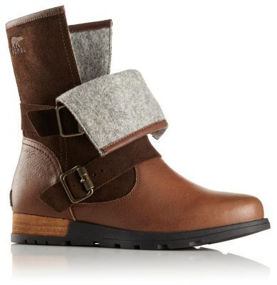 The SOREL Women's Major Moto is a low boot with a full-grain leather and  suede upper, buckle detailing, a leather-wrapped heel and knit top cover.