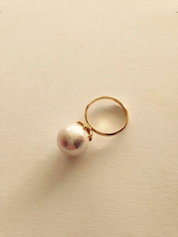 フォーマルにも、遊びに行く時にもつけていけるコットンパールのリングです。コットンパール・・・ホワイト指輪・・・ゴールド指輪以外の装飾品は付属しておりませんので... ハンドメイド、手作り、手仕事品の通販・販売・購入ならCreema。