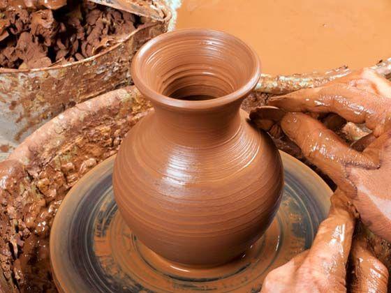 A Guardiaregia, in Molise, da secoli l'argilla è stata lavorata dalle mani dei grandi artigiani per produrre oggetti funzionali ma dal grande gusto.