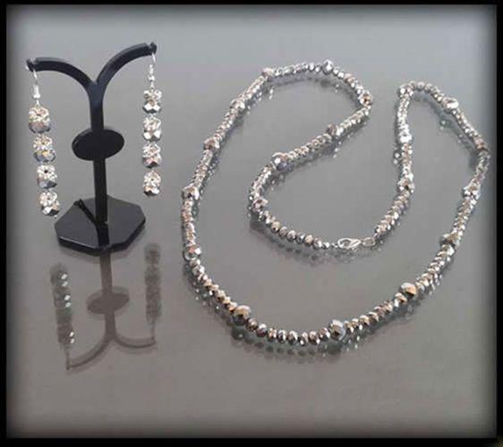 Komplet biżuterii z błyszczących korali: naszyjnik i kolczyki   BIŻUTERIA \ Komplety ZESTAWY \ Biżuteria   Evangarda.pl