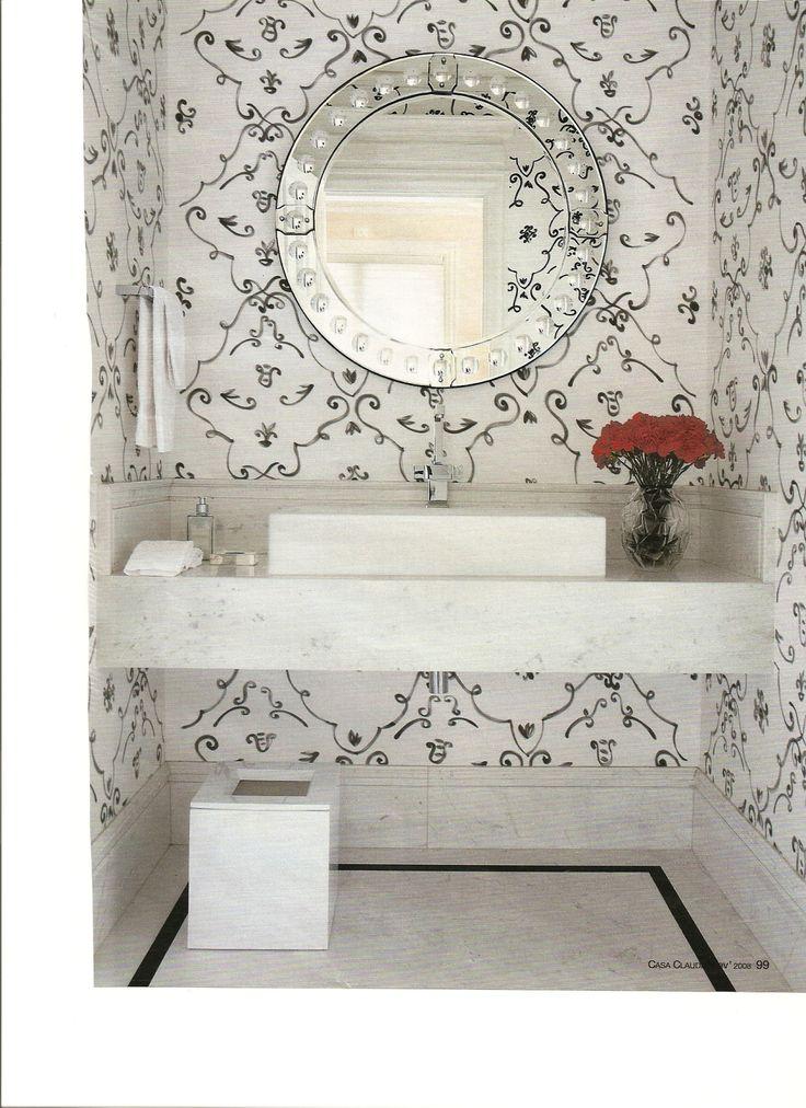 lavabo com tecido na parede
