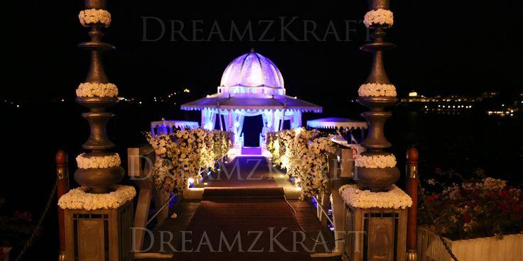 Gorgeous wedding mandaps I Indian weddings I Destination weddings by Dreamzkraft
