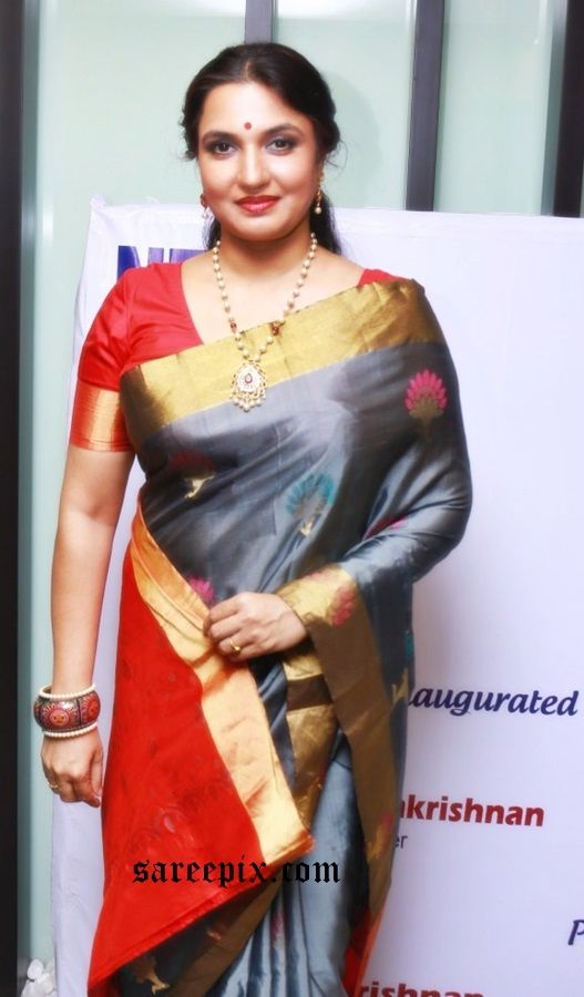 Sukanya aunty in silk saree photos at the inauguration of NFDC Chennai Film Festival. The 46-year old beauty looks traditional in saree.
