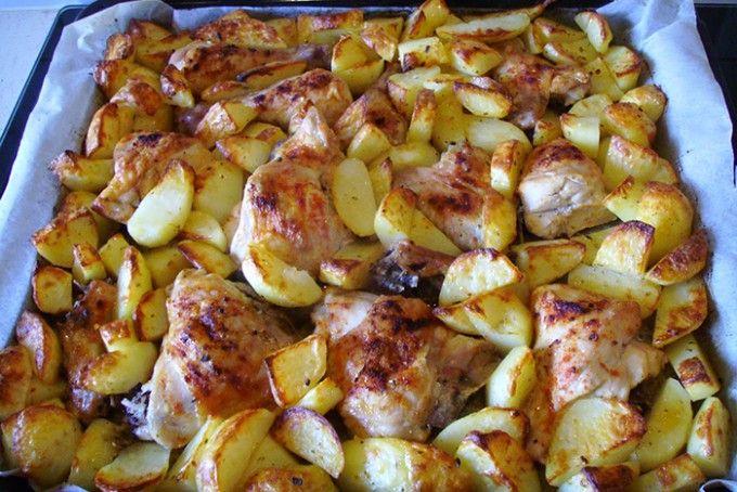 Pečené kuře s bramborem 2v1 kuře brambory sůl, pepř česnek červená mletá paprika majoránka rostlinný olej