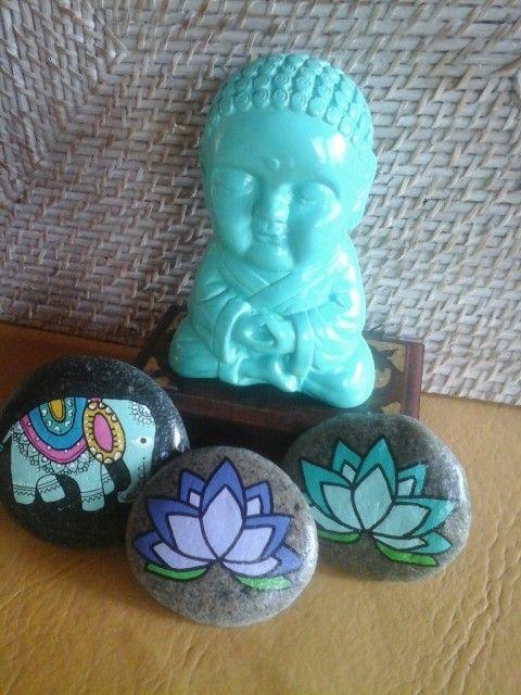 Stone art. Piedras pintadas a mano. Flor de loto   M♡ https://www.instagram.com/melireu/
