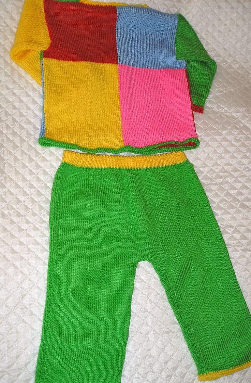 Костюм для малышки,продаю вязаный костюм для малышки