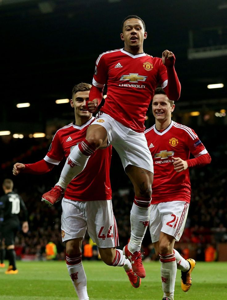 Memphis Depay celebrates scoring Manchester United's fifth goal