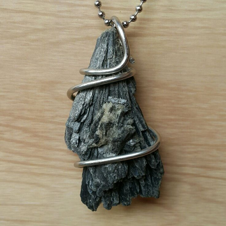 Black #kyanite #wire #pendant  stainless wire