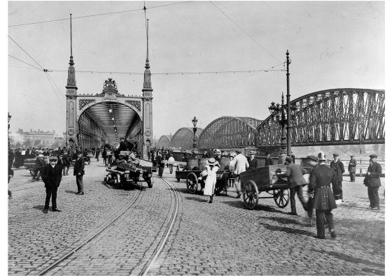De spoorbrug en de Willemsbrug ( de Maasbruggen ) over de Nieuwe Maas 1908-1912 (© Gemeentearchief Rotterdam)