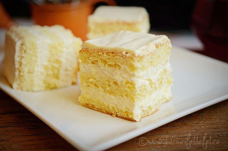 Mod de preparare Prajitura cu blat pufos si crema de lamaie: Blat:  Albusurile se bat spuma tare cu un praf de sare. Se adauga zaharul si se mixeaza pana