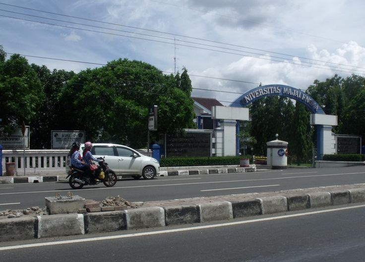 Kampus Universitas Majalengka. Jalan KH Abdul Halim, Kecamatan Majalengka, Kabupaten Majalengka, Jawa Barat. Date, 29 November 2013 koleksi www.cirebon-photo.com