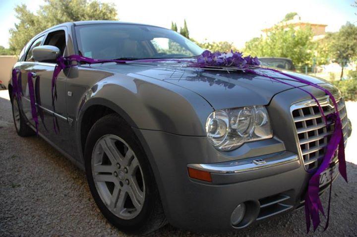 d coration de voiture mariage rubans violet argent et. Black Bedroom Furniture Sets. Home Design Ideas