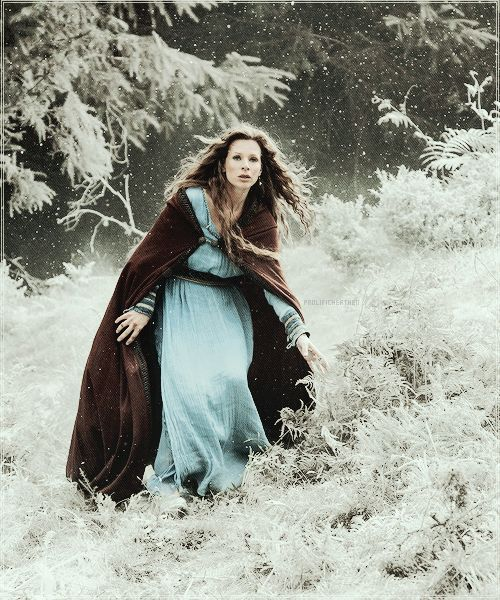 Jessaly Gilsig as Siggy, wife of Earl Haraldson, in Vikings .............................................................................................................................................
