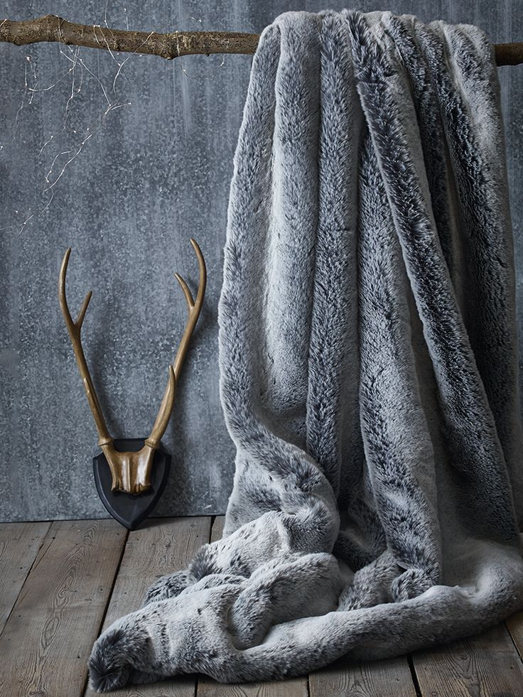 Luxurious supersoft faux fur throw with a soft faux suede backing, in Husky, L180 x W140cm