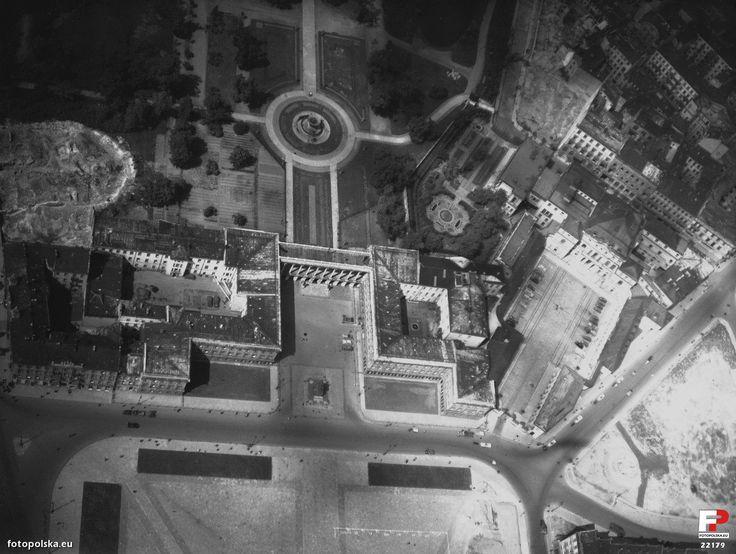 lipiec 1944 , Pałac Saski, Ogród Saski i Pałac Brühla na zdjęciu lotniczym.