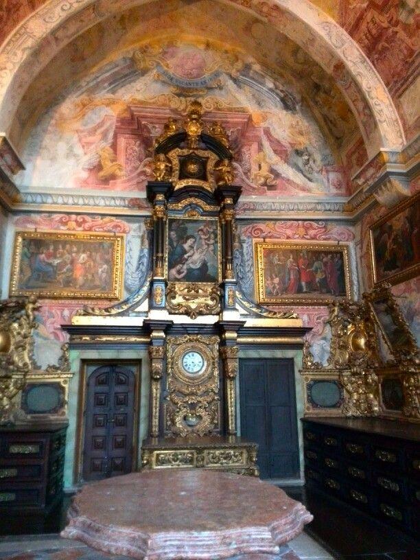 Huge cathedral; Porto