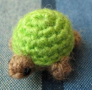free crochet patterns: teeny tiny turtle - crafts ideas - crafts for kids