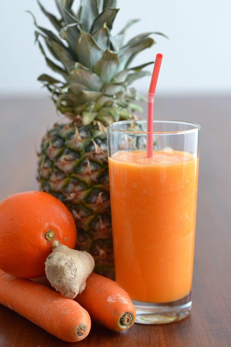 Simple comme un smoothie /: 1/2 ananas 2 carottes  1 orange ou 2 mandarines une fine tranche de gingembre ou une pincée de cannelle quelques glaçons ou un peu d'eau