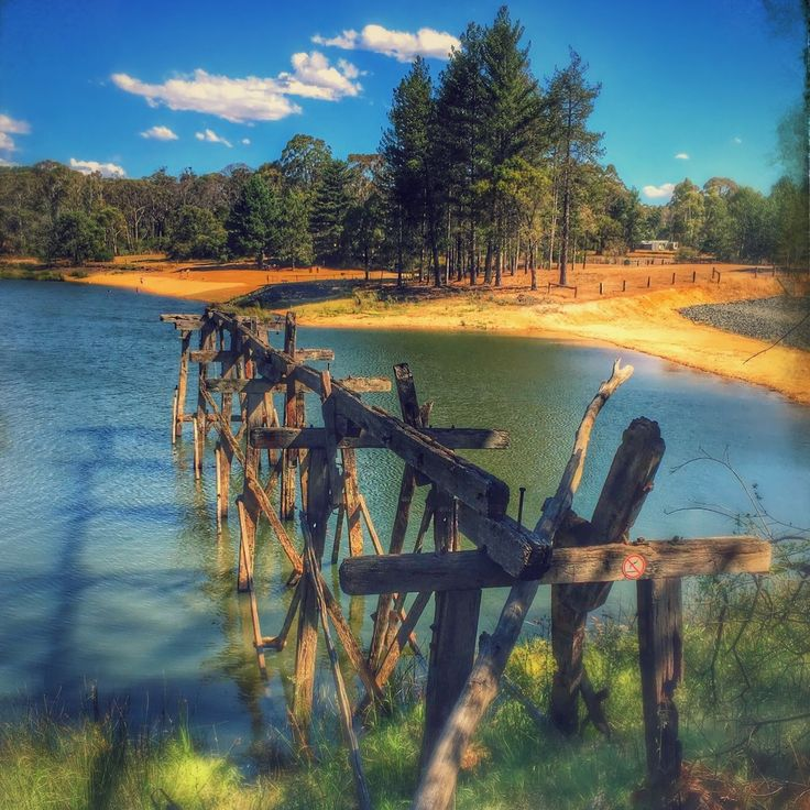 St Georges #Lake was once a mining #dam used to supply water to the #Creswick Battery. #Victoria #Outdoors #Summer #Ballarat #abandoned #Australia