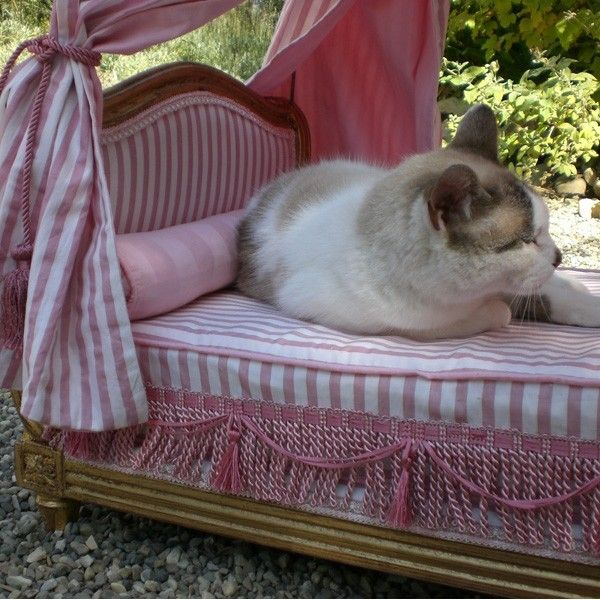 """- Details - Sizing Guide Ravishing little bed luxury """"a la polonaise"""" with canopy and real ostrich feathers. Upholstered with a high end bronze and pink color fabrics. The mattress and bolster pillows"""