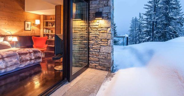 Rent a luxury chalet in the french alps. Neighbors but rivals, Courchevel, Méribel and Megève attract demanding vacationers, but also investors, seekers of long-term, safe investments that yield in the short term.