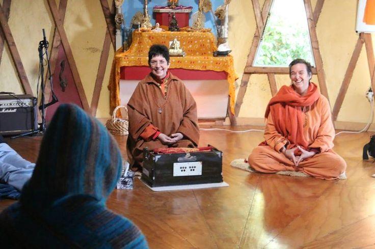 Swami Karma Karuna and Swami Buktibodhananda lead kirtan in the Atma Mandir practice hall