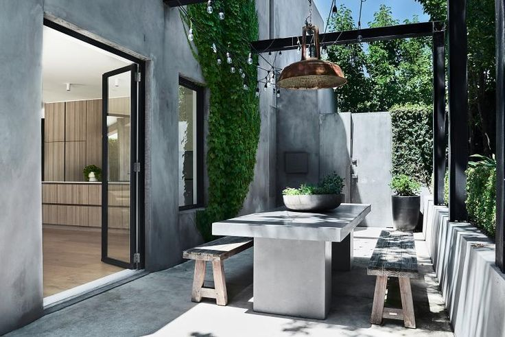 Outdoor dining at it's finest - we love the concrete finish!