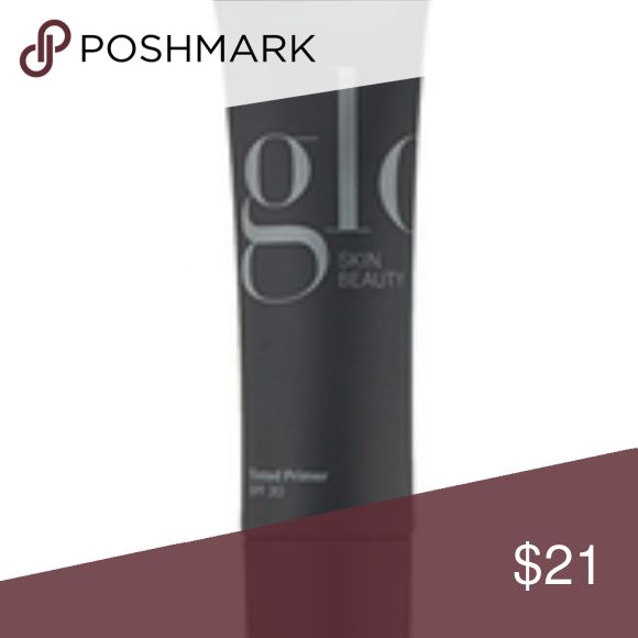 Glo Fill Perfecting Primer This targeted, anti-aging primer minimizes the appearance of imperfections by filling in fine lines, scarring and large pores with the use of silicone polymers while light-reflective pigments soften the appearance of wrinkles and dark circles. Glo Makeup Face Primer